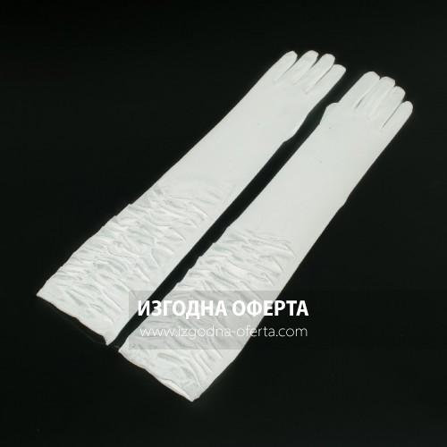 Дълги бели сатенени ръкавици с ефектен набор